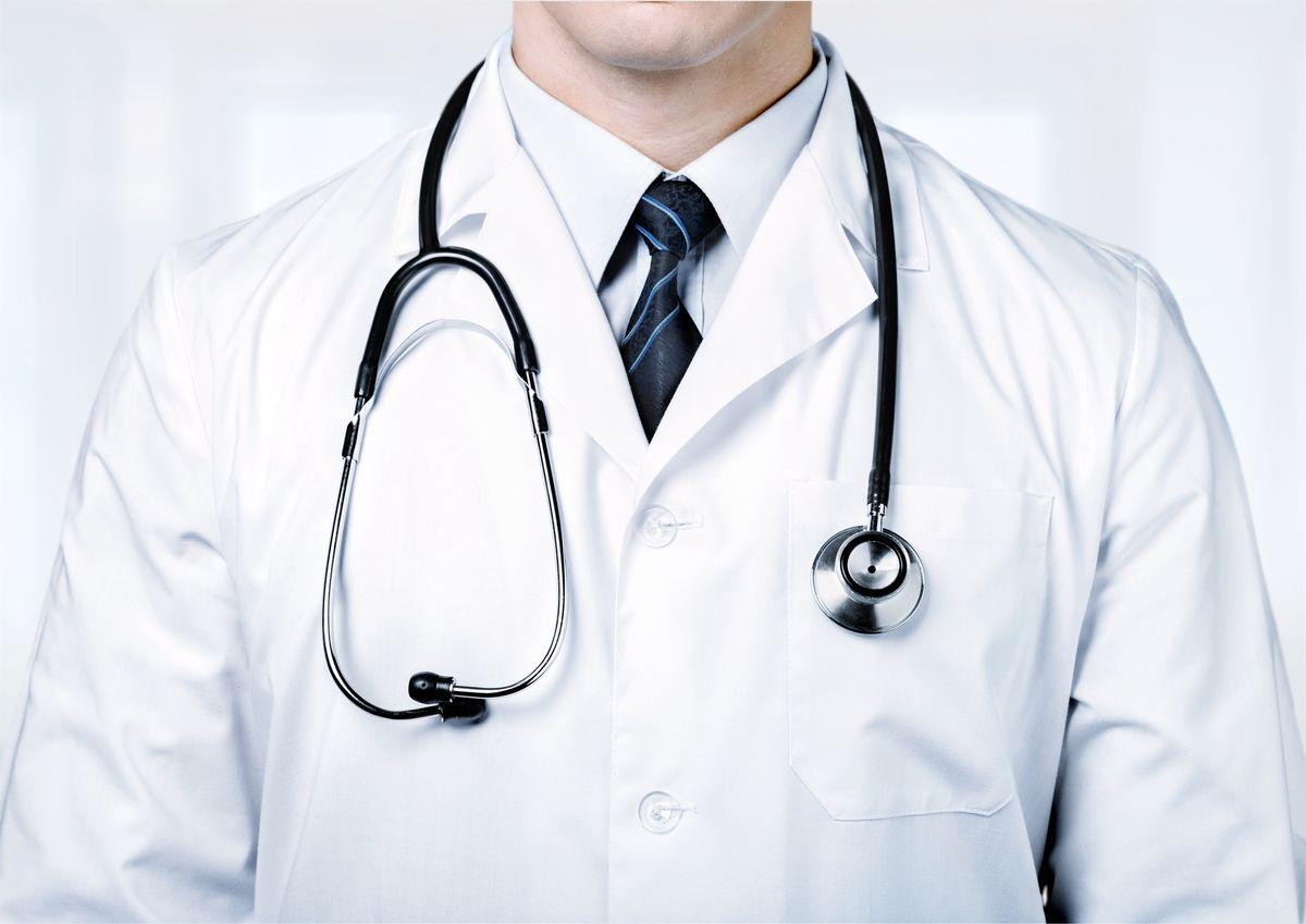Bajai orvosokról